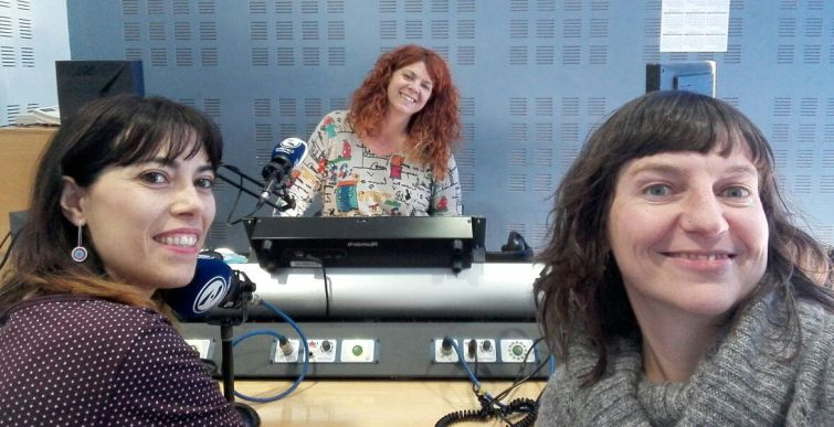 Amb Mercè Galí (il·lustradora), Meritxell Almirall (psicòloga) i Susana Peix als estudis de Canal Blau FM